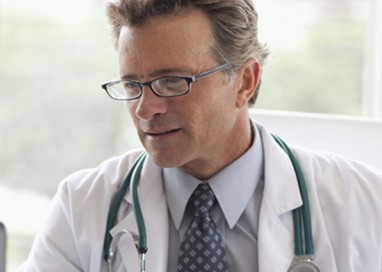 Médico atento en Boston Medical Group España