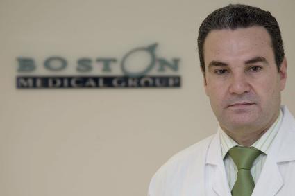 Doctor y logo de Boston Medical Group España